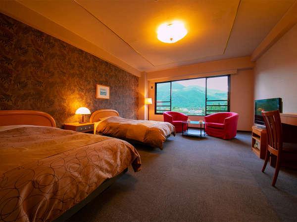■DXツイン・由布岳ビュー■ゆとりあるお部屋の大きな窓から覗くのは、雄大な由布岳