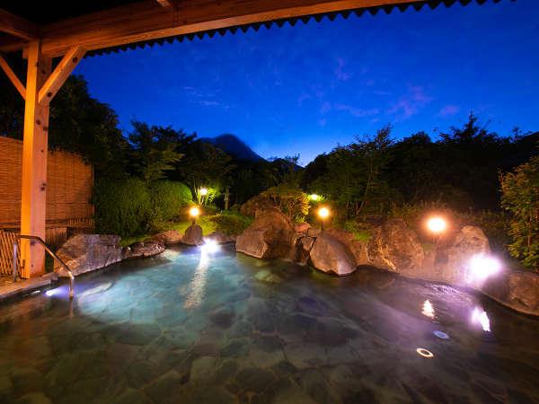 〈ゆふの湯〉景観の美しい露天風呂に浸かりながら、空の明るさが変わる瞬間を眺める――