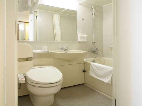 清潔であかるい機能的なバスルームです♪