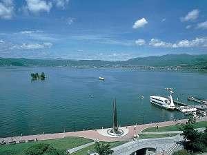 諏訪湖畔をのんびり散策いかがですか♪