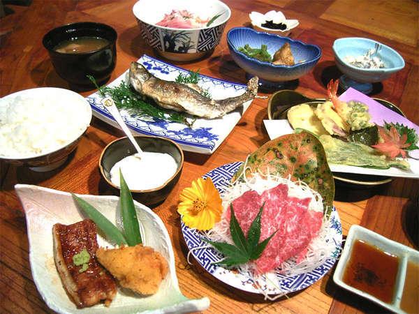 山の幸・川の幸中心の懐かしさを感じる田舎料理【夕食一例】