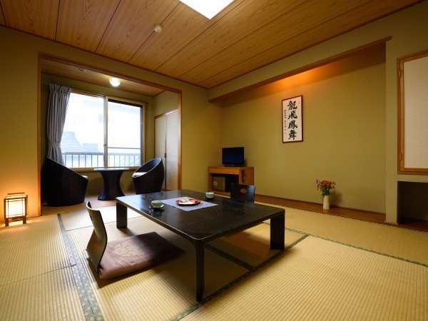 【ともえ亭】客室の一例。道路・建物側となってしまいますが、その分お得にご宿泊いただけます。