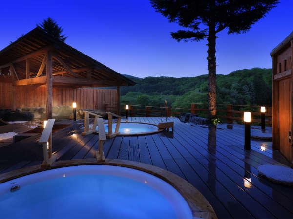 【女性露天風呂】湯温64度、毎分140リットルの自噴泉をほど良い温度に調整しています。
