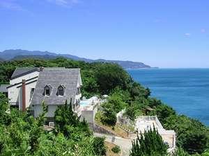 青い海と自然に囲まれた宿