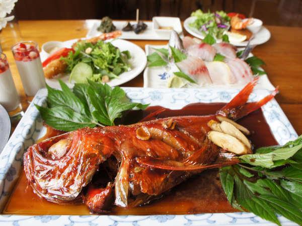 グループにお一つ、金目鯛の姿煮!下田に来たらまずこれを。