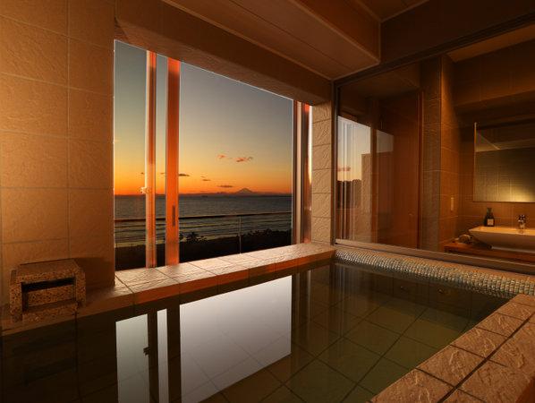 半露天風呂付客室一例