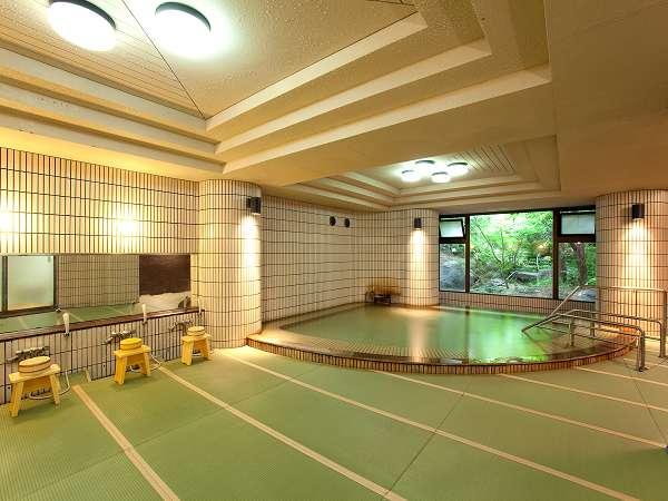 【館内浴場・月の湯】素肌に心地よい畳とトロリ温泉をお楽しみください