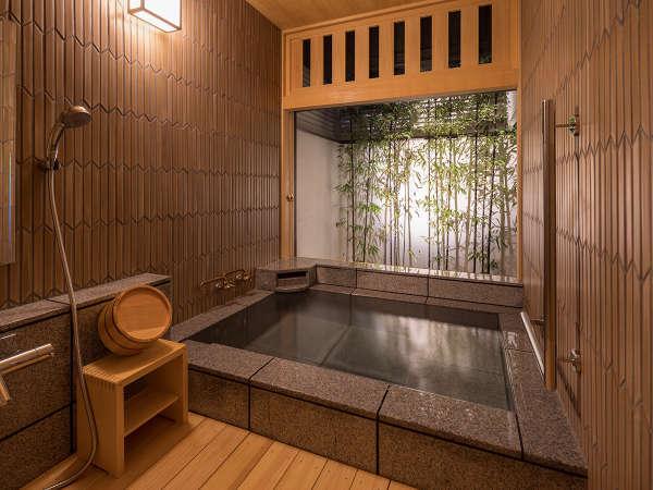 【離れ 待月庵】源泉掛け流しの風呂を備えております。
