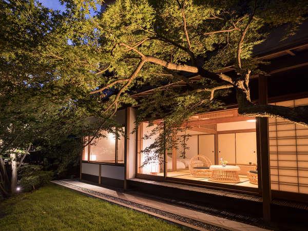 【離れ 待月庵】幻想的な日本庭園と源泉掛け流しの風呂を備えた離れ客室