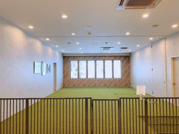 軽井沢最大級の室内ドッグラン。雨の日もワンちゃんを思いきり遊ばせてあげられます。