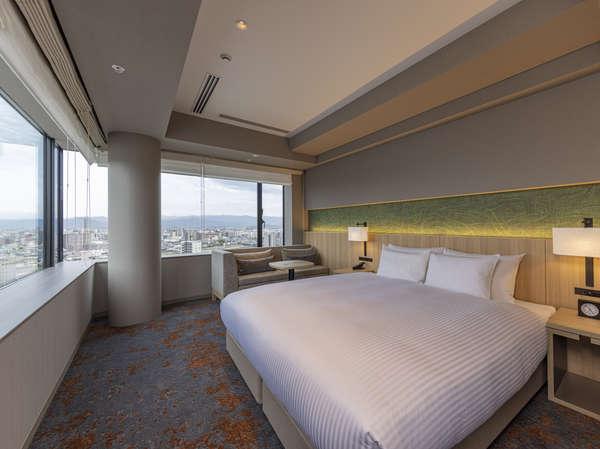 デラックスダブル(洗い場付きバス)角部屋で二面採光の窓から熊本の景色を堪能できる客室。