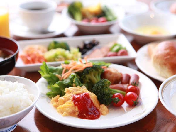 《朝食》約40種類の和洋食バイキング