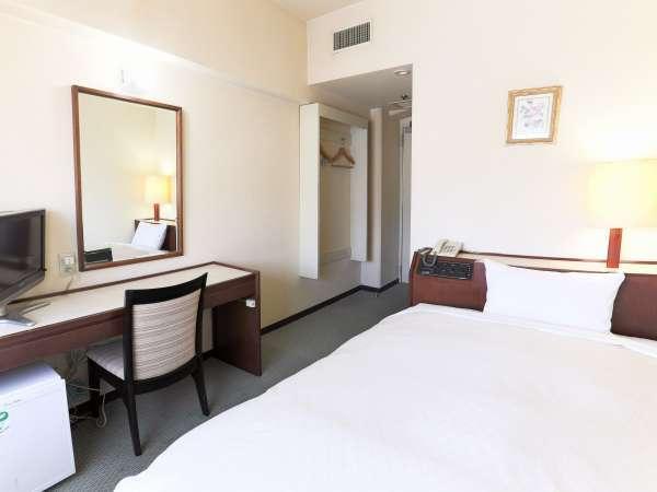 《シングルルーム》客室面積 13㎡ / ベッドサイズ 121×195cm