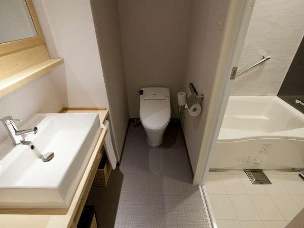 三点分離式バスルーム