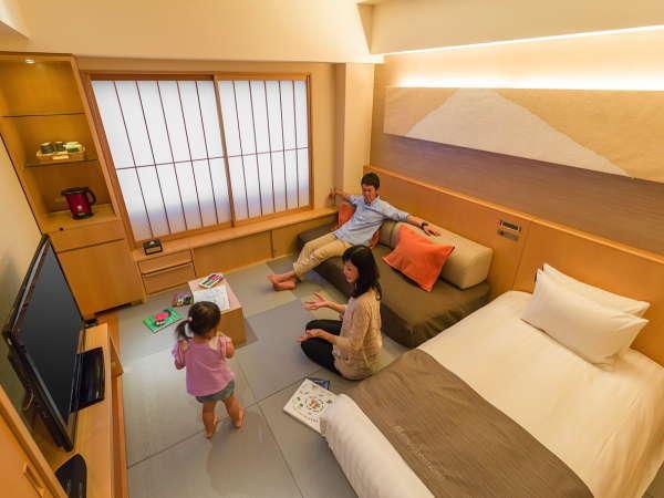 和モダンなツイン(写真は1ベッドの状態・2名利用時はソファーがベッドになります。)