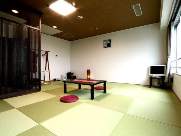 和室10畳のお部屋です!琉球畳を入れてモダンなお部屋になりました!