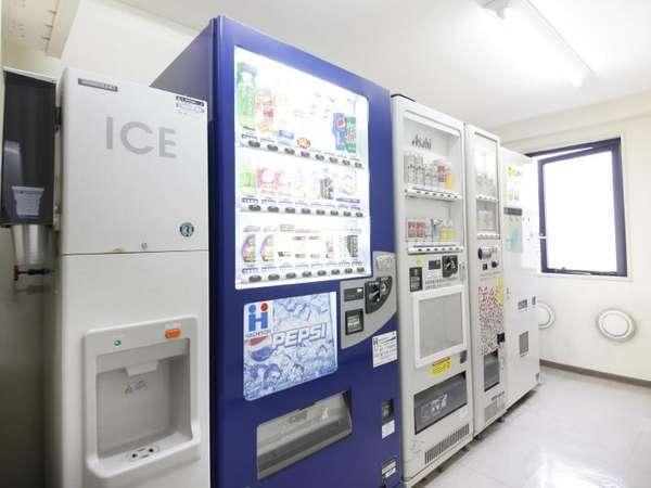 4階自動販売機ルームです。無料で氷もご用意いたしております。