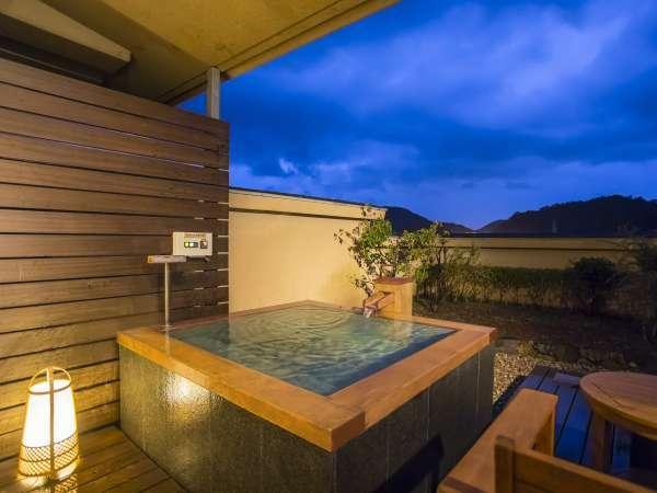 デラックスツインの露天風呂 テラスは富士山の見える特等席
