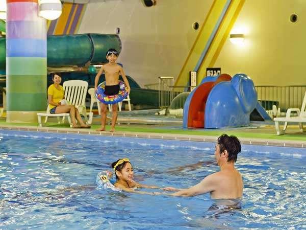 【プール】温水プールで1年中お楽しみいただけます。