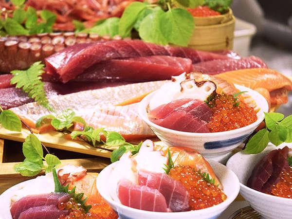 【ビュッフェダイニング(夕食)】わくわく丼(お好みで盛り付けられる勝手丼スタイルです)