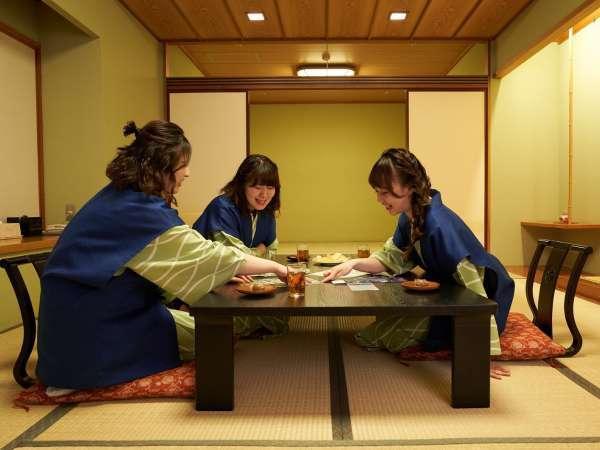 夜通しお喋り。伝統的な和室での女子会は、普段とは違った趣に。【プレミアム/本館準特別室】