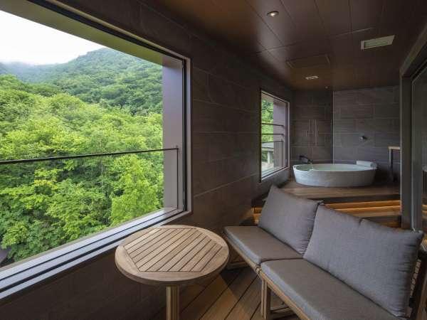 絶景を独り占め。山々を眺めながらゆったりとしたときをお過ごしください。【西館特別室(展望風呂付)】