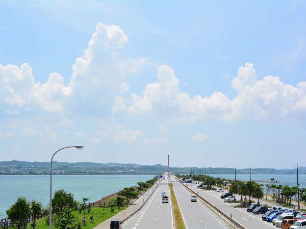 ジョギングやお散歩コースにもなる海中道路。