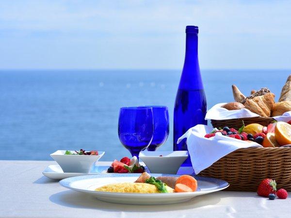 晴れ渡る海を眺めながらの朝食で1日のスタート♪