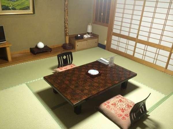 木屋町通りに面した和室8畳静かなお部屋です。※お部屋のリクエストは承っておりません。