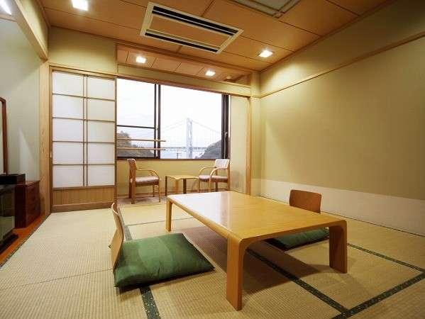 純和風な本館和室(8畳+踏込み3畳)☆お部屋から関門橋が一望できるお部屋です。