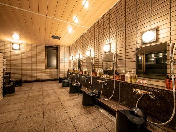 洗い場にはシャンプー、トリートメント、ボディソープ等を備え付けております