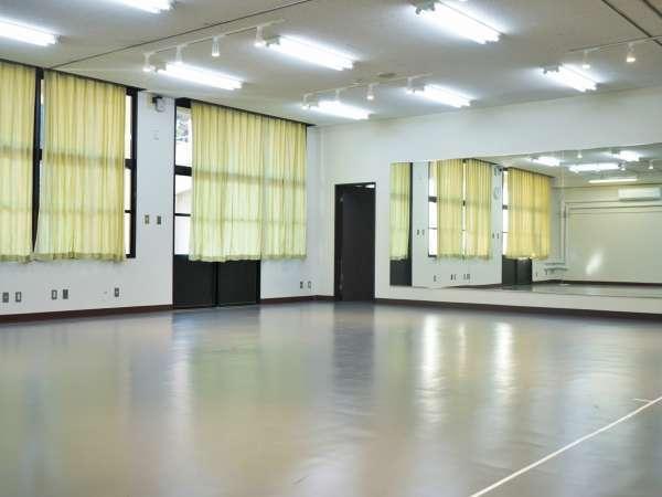 <ダンススタジオ>
