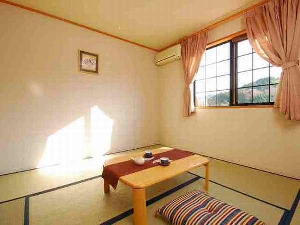 湖畔に面した和室からの眺めも癒される。和室一例