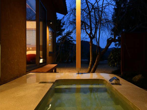 令和二年冬完成の離れ露天風呂客室/露天風呂一例