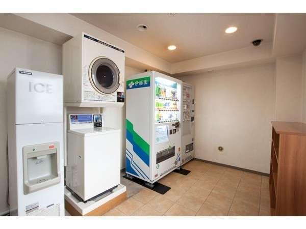 コインランドリーと自販機。6階にあります