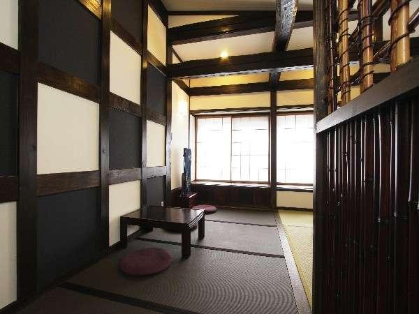 飛騨ならではの古材を生かした和モダンなお部屋。