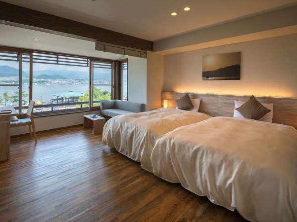 """【海スタイル◇ツイン】大きな窓から見える""""宮島の海""""の景色を独り占めする贅沢な時間を思う存分に。"""