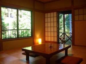 籐を敷いた10畳の和室【和みの家】