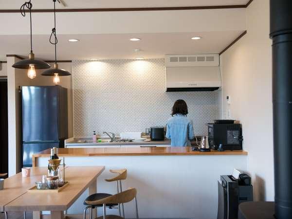 【キッチン】冷蔵庫・炊飯器・オーブンレンジ・珈琲豆・ドリップ・ケトルございます。