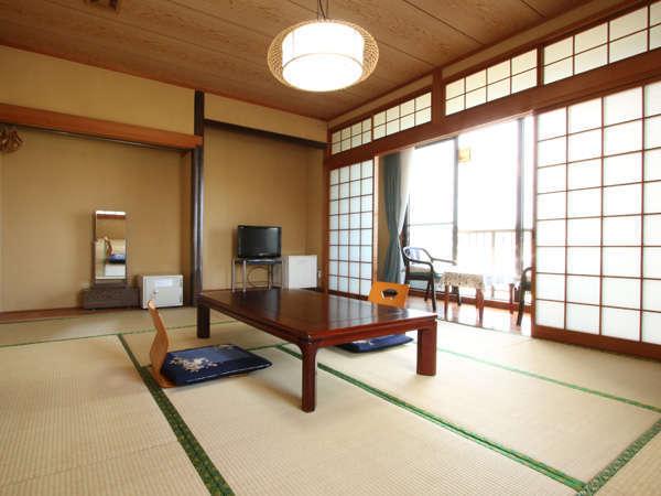 ■客室一例■和室10畳:海が見えるお部屋でのんびりお過ごし下さい。