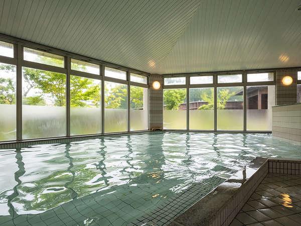 白山の恵み、美肌効果抜群の天然温泉。泡風呂やサウナもあるので、旅の疲れを癒してスッキリ爽快♪