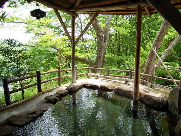 山沿い露天風呂「水芭蕉の湯」女湯 ※隣接するホテル華乃湯のお風呂をご利用頂けます