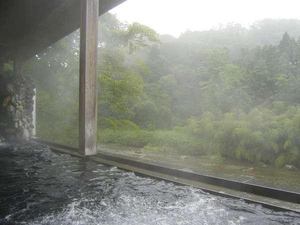 渓谷を望む川沿いの露天風呂」※隣接するホテル華乃湯のお風呂をご利用頂けます