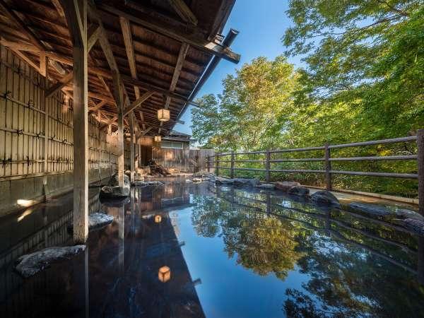 山沿い露天風呂『水芭蕉の湯』男湯 ※隣接するホテル華乃湯のお風呂をご利用頂けます