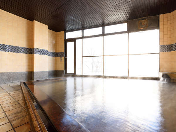隣接する本館・華乃湯の内湯【長寿の湯】5:00~25:00泉質には疲労回復効果がございます!