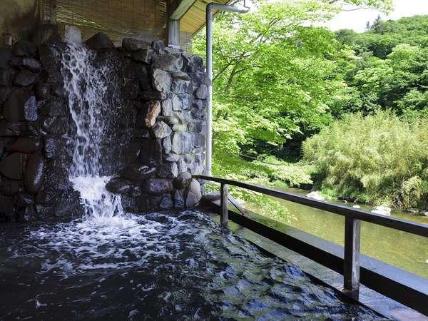 川沿いの露天風呂 ※隣接するホテル華乃湯のお風呂をご利用頂けます