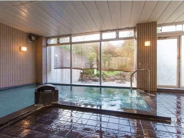*【大浴場】広々とした大浴場では四季折々の庭園の風景をお楽しみいただけます。