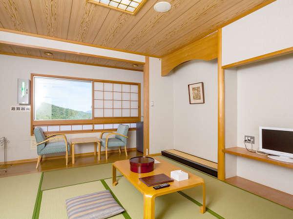 【リニューアル和室一例】窓からの景色はマウンテンビューが広がります。