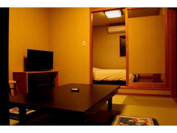 客室 ※3名様でのご利用の際は、畳のお部屋にお布団を敷きます
