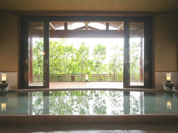 男女入れ替えの大浴場こちらの浴場では半身浴が楽しめる。